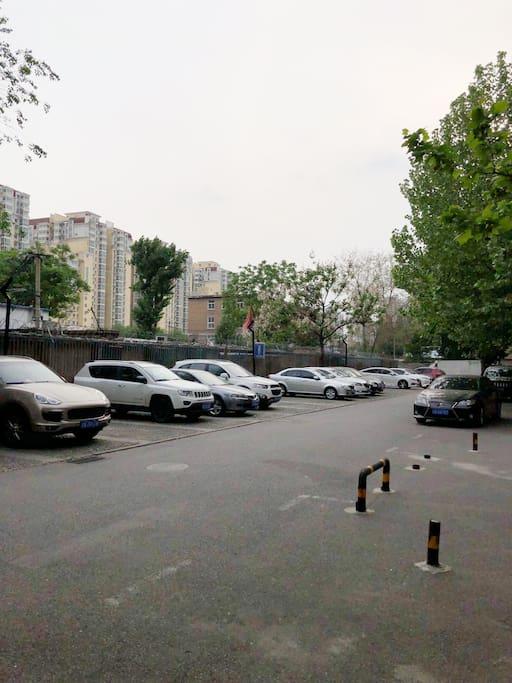 家附近的环境,停车场