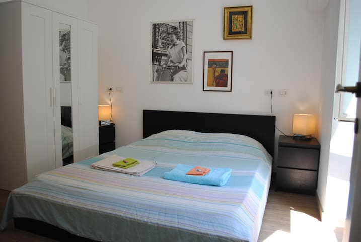 Colosseo- Monti: double room with private bathroom