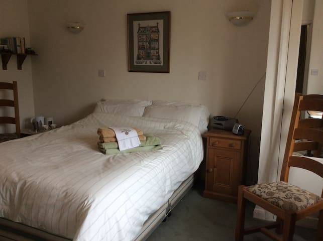Double room with en-suite in the South Downs - Чичестер - Дом