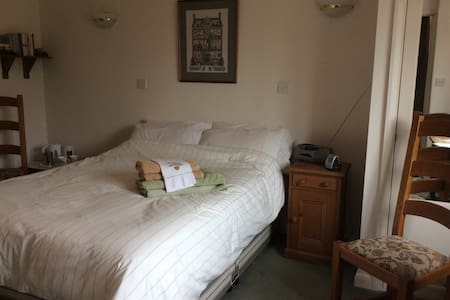 Double room with en-suite in the South Downs - Chichester