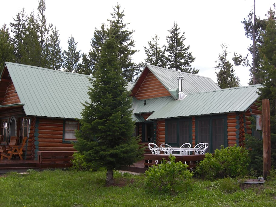 2 acres of wooded privacy