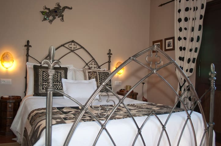 Cool B&B in gorgeous real Spain - room NDORO - Villanueva del Rosario
