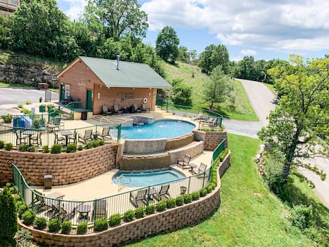 (L6)Walk-In Lake View Condo by Silver Dollar City!