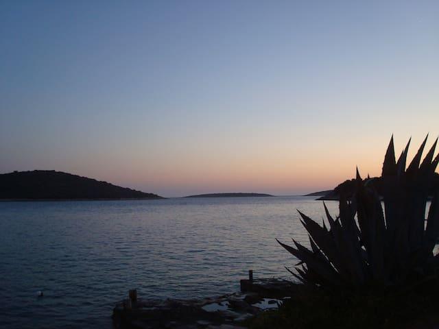 "Apartments ""Lucija"", Insel Šolta, Kroatien - Nečujam"