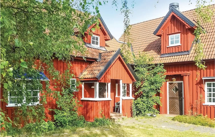 Holiday cottage with 11 bedrooms on 450m² in Linneryd