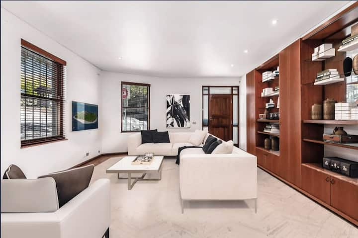 Private Queen Room - Classy Paddington - New ABNB