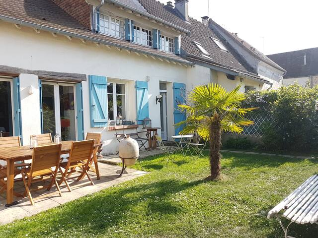 Maison de charme avec jardin à 25 km de Paris - Orgeval - Dům