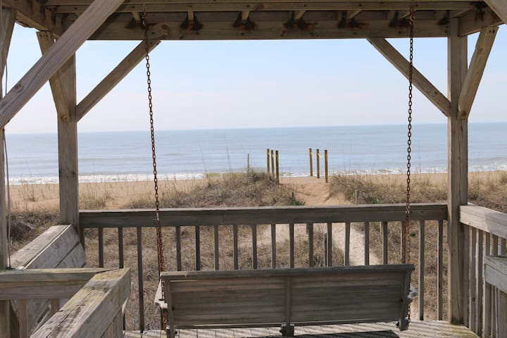 OAK ISLAND NC- OCEANFRONT, SCREENED PORCH, GAZEBO