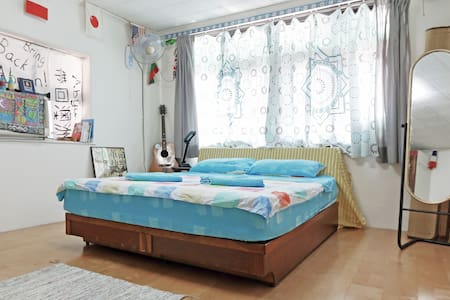 Sunrise: 1min to MRT, airport bus NO air-con (fan) - Sanchong District
