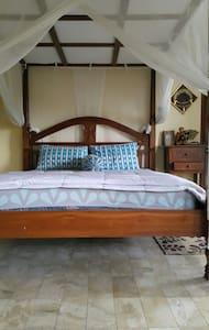cozy room on the third floor in Denpasar - Hus