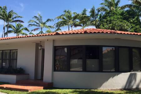 PRIVATE HOME ON HIBISCUS ISLAND - Miami Beach - Hus