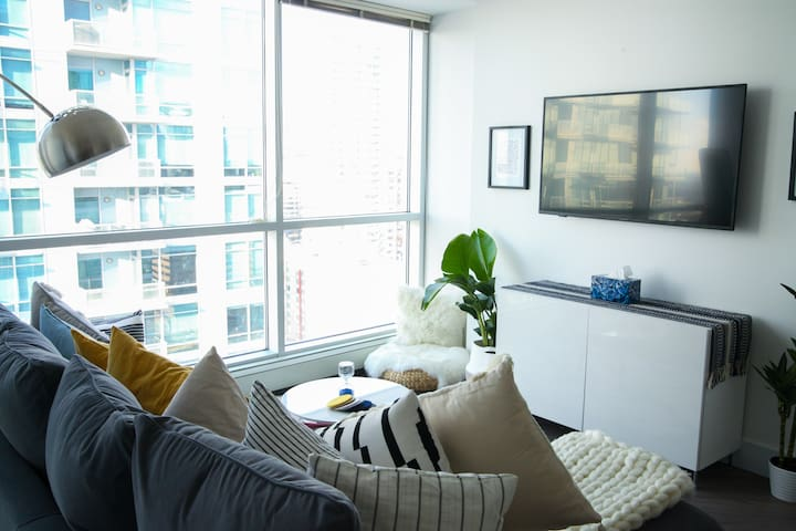 Bright and New 2BD condo in the heart of downtown!