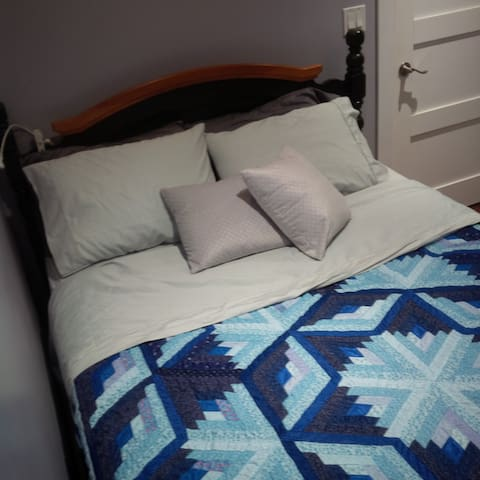 2nd bedroom, with a comfy queen size bed