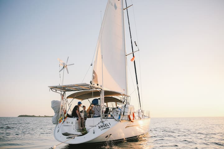 Sail Local Islands on Private Yacht w/ Chef & Crew