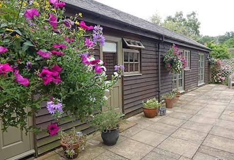 泰晤士河畔Henley附近的乡村花园度假屋
