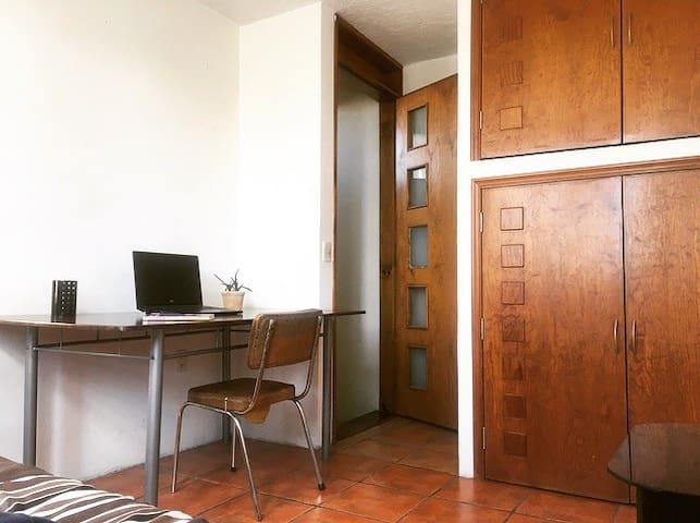 Moderna y cómoda habitación, excelente ubicación!!