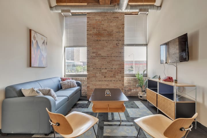 Spacious 4BR Suite in the Heart of Chicago