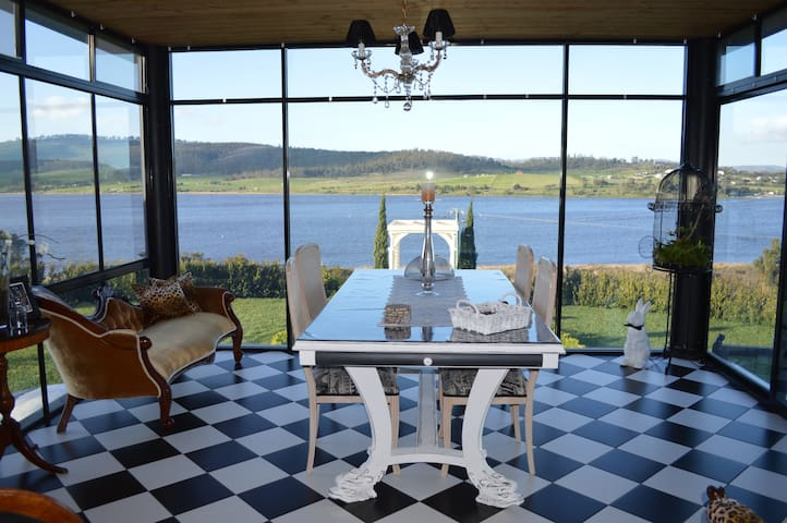 Great views, facilities and close to Mona&Wineries