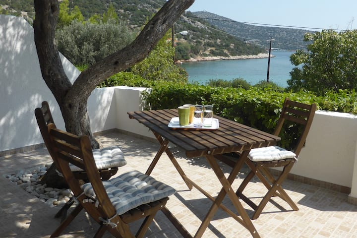 AEOLIA B Beach Apartment close to Athens