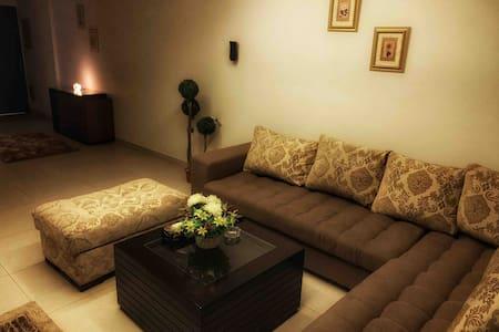 UG's Place.. Spacious 2 bed Apt. (Wifi+SmartTv)