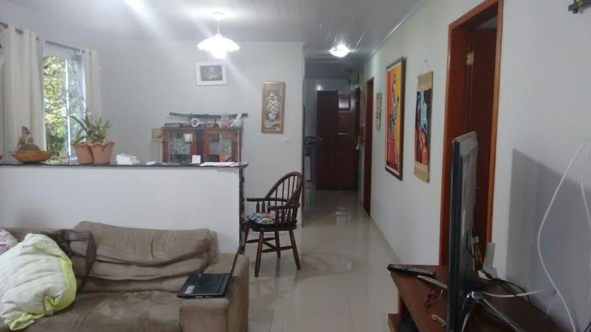 Casa estilo apartamento com 120 m2 com boa area - Barra Mansa