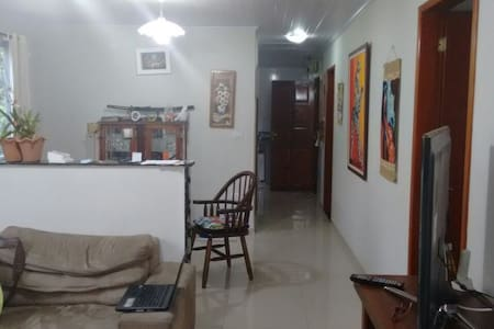 Casa estilo apartamento com 120 m2 com boa area - Santa Maria II