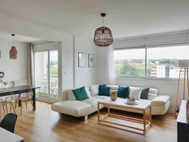 Bel appartement lumineux avec balcon
