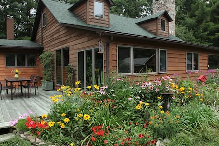 Secluded and Charming Country House - Sparrow Bush