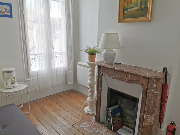 Charming Apartment in the Center, 1 min to RER