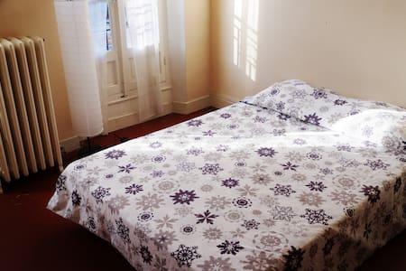 Chambre privée Grand appt Longchamp Chartreux - Wohnung
