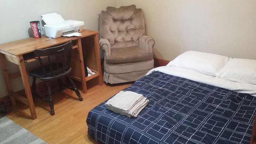Private room - 20 minutes drive to Niagara Falls