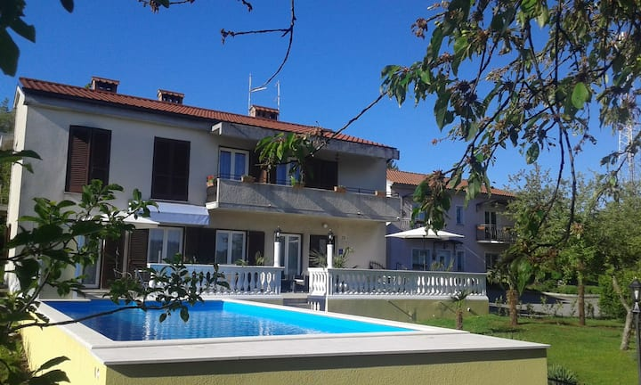 Apt for 5+1 persons with pool in Rupa R73509