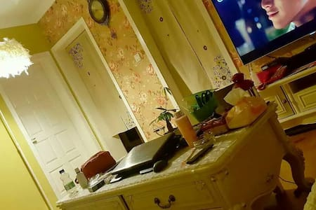 Miss Q's living room - Pis