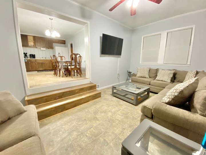 The Harrison Home - 3 Bedroom Gem - Smart Tv's