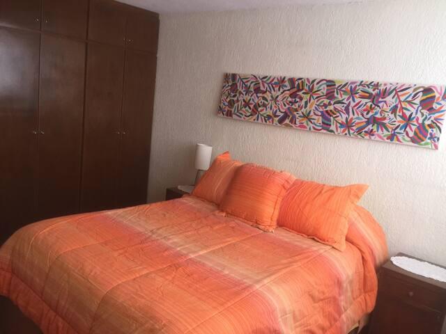 Cálida habitación estilo mexicana en zona centro