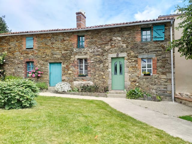 Cottage privatif en plein bourg- 20' du PUY DU FOU