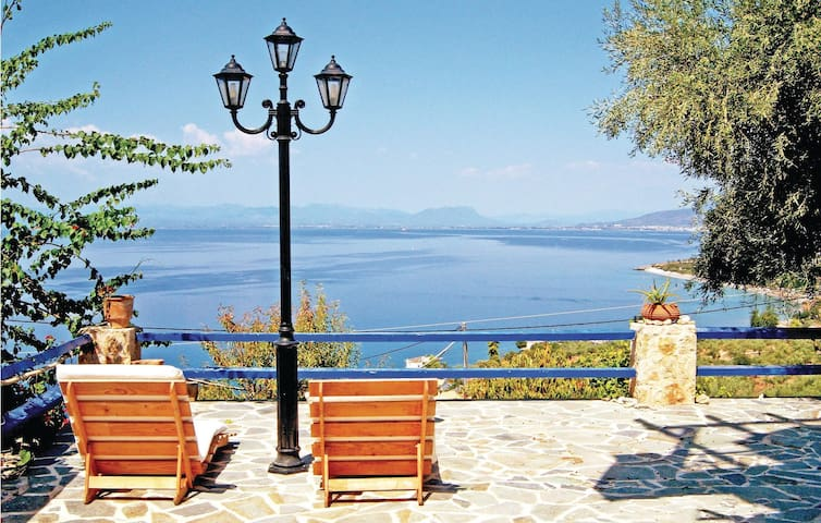 Semi-Detached with 2 bedrooms on 88m² in Kalamata
