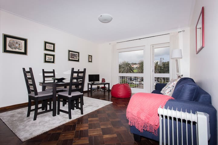 Garden Apartment in Town - Cosy for two!