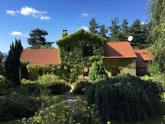 Belle et grande propriété arborée - Saint-Romain-Lachalm - House