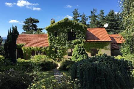 Belle et grande propriété arborée - Saint-Romain-Lachalm