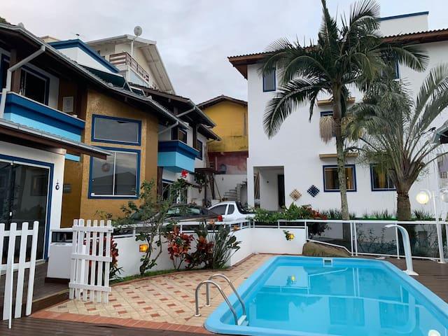 CASA PRIVADA 5 - próximo a UFSC/Florianópolis