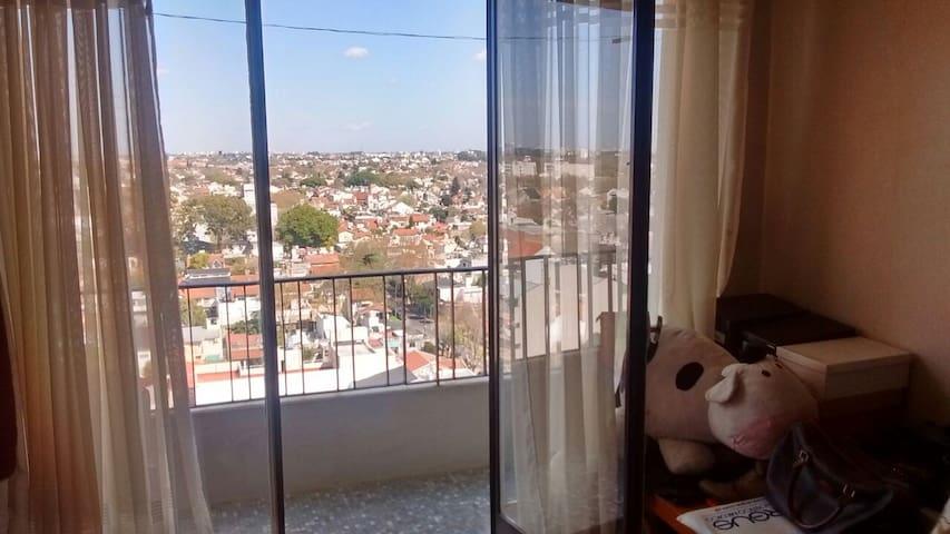 Habitación con balcón, vista panorámica y sol - Vicente López - Wohnung