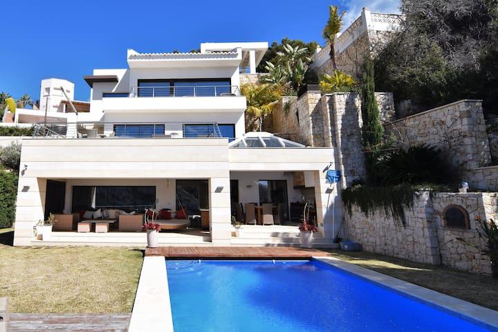 exceptional luxury villa with 4 bedroom suites