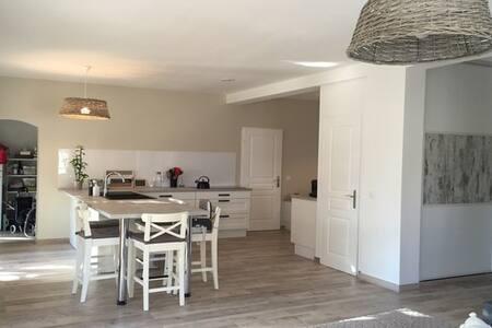 Chambre cosy dans maison avec jardin et piscine - Marseille - Bed & Breakfast - 2