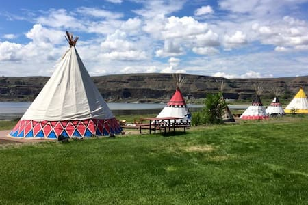 Hunters Lakefront Tipi 2 person