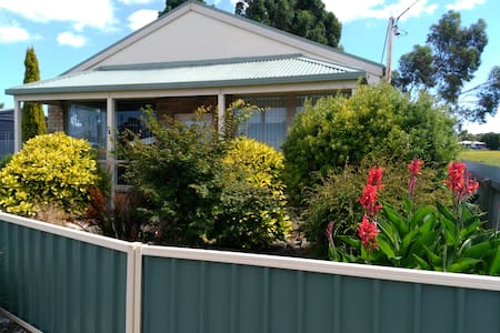 East Coast Tasmania Accommodation - Triabunna - Hus
