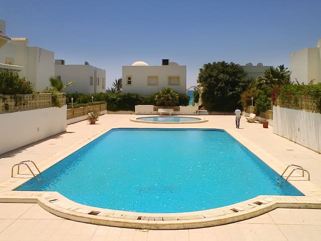Beachside flat near Hammamet w/pool - Nabeul‎ - Daire
