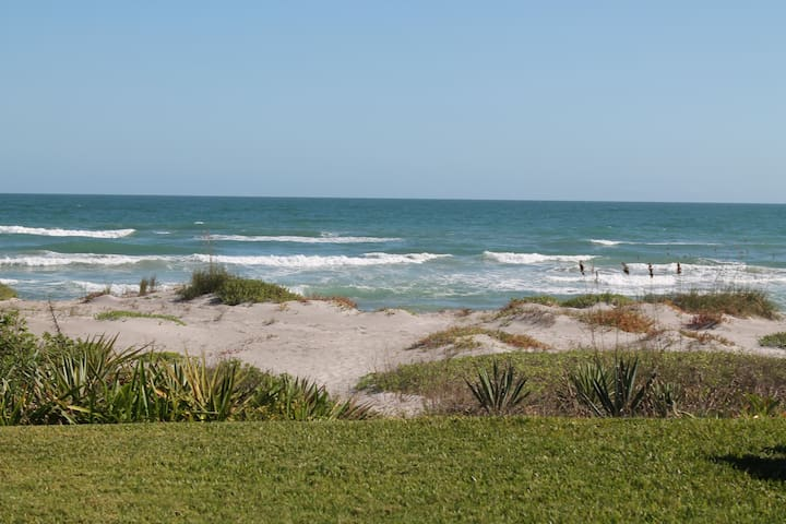 VILLA ON THE BEACH - Cocoa Beach - Villa