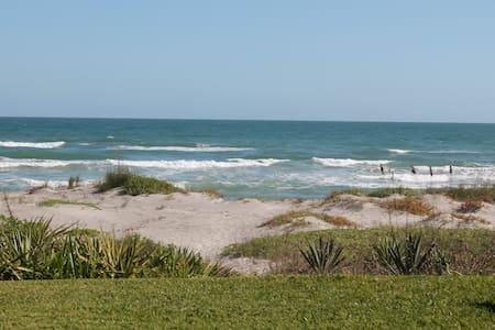 VILLA ON THE BEACH - Cocoa Beach