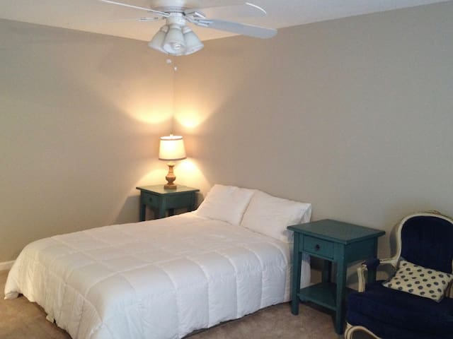 Cozy Master Bedroom Suite - Ooltewah - 一軒家